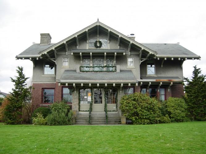 Ristrutturare casa, quali sono i pro i contro e la documentazione necessaria?