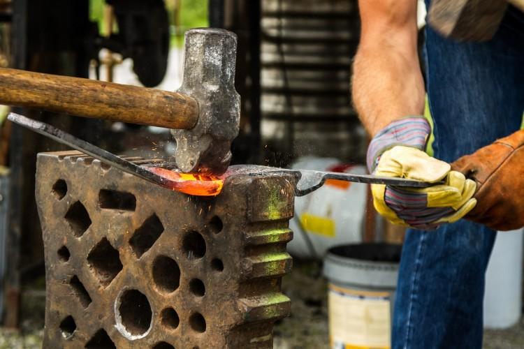 Come mantenere i mobili in ferro battuto senza ruggine