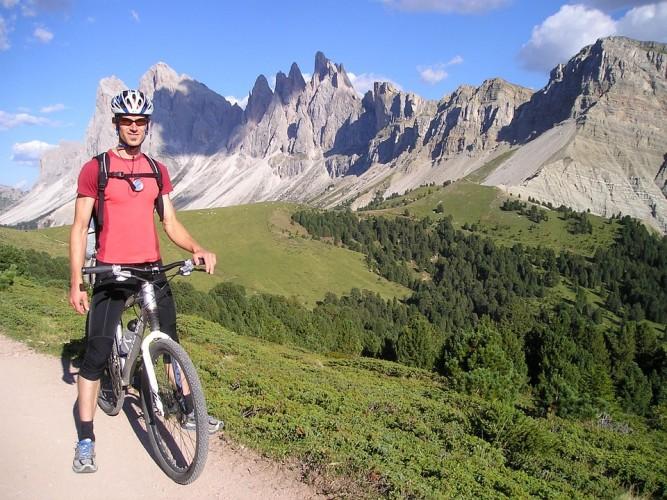 bicicletta elettrica vantaggi salute